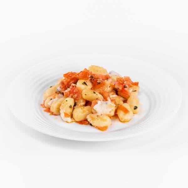 gnocchi di patate pomodorini freschi mozzarella di bufala e basilico fresco